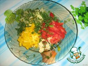 Нарезаем наши овощи соломкой, выдавливаем через пресс чеснок или измельчаем ножом, смешиваем с зеленью, соусом, маслом, красным перцем.
