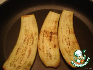 cut the eggplant lengthwise and fry in a non-stick pan, without oil