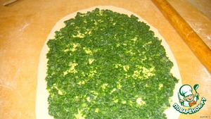 To the stuffing add salt and a thin layer spread on the layer.