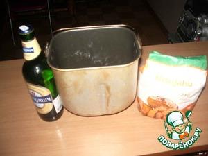 Спасибо, Лана за идею, но муки я добавил больше. В следующий раз половину ржаной попробую. Итак, продукты: мука, пиво, соль, тмин.