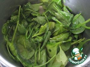 Начинка:   вымытый шпинат припустим в кастрюльке до мягкости.