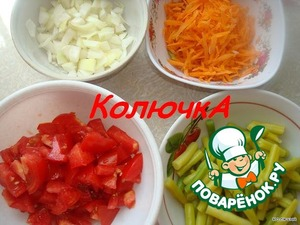 vegetables cut finely and grate carrots.From asparagus cut off the tails and cut.