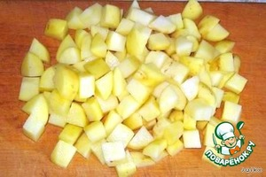 Cut the potatoes in medium cubes and put to boil in fish broth.