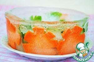 Когда чаша замерзла, вынем её и отправим в морозилку, а пока приготовим суп.