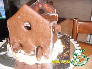 Heat the oven to t= 180 ° C ,bake for 20 minutes.Cut Windows, doors, even on the warm cake