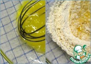 Вначале приготовим тесто для равиоли.   Взбить яйцо с растительным маслом, посолить.   Ввести 3 ст. л. муки, перемешать, а затем вымесить с остальной мукой. Месить нужно минут 10-15. Тесто станет гладким, эластичным. Руки сами поймут, что тесто готово.