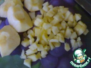 Для заморозки:   Яблоки помыть, снять кожицу и удалить сердцевину.