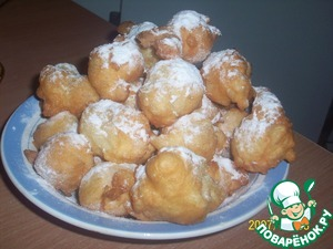 Put a slotted spoon to a plate and sprinkle with powdered sugar. Bon appetit )))