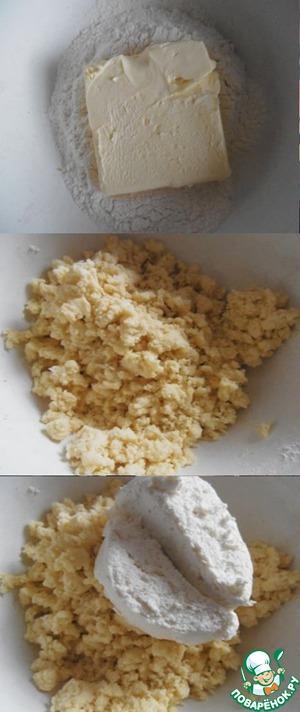 Масло растереть с мукой, смешать с творогом. Добавить щепотку сахара и соли. Вымесить.
