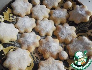 Горячие коржики посыпать сахарной пудрой. Подавать теплыми!