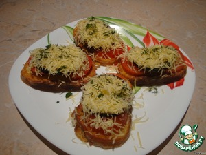For the croutons put first the tomatoes, then the fried eggplant and lastly the grated cheese.