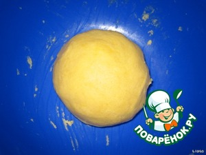 Knead the dough and roll it into a ball. Wrap the dough in plastic wrap and put into the refrigerator for 30-60 minutes.