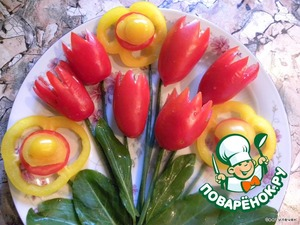 add the flowers of yellow sweet pepper (cut into rings, spread with sliced tomato and grease filling),  the sheets of sorrel - flower is ready!