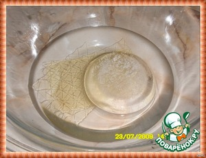 Cream. Soak the gelatin plates in cold water for 3 minutes