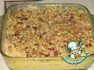 Поверхность обсыпать измельченными (не очень мелко) грецкими орехами.    Запекать минут 50.