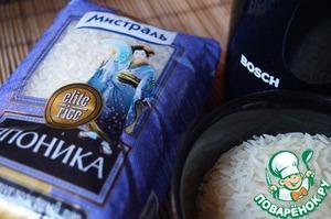 """Для приготовления блюда нам понадобится смесь традиционного японского риса для суши и обычного риса, в пропорции приблизительно 1:1. В компании """"Мистраль"""" рис есть на любой вкус. Я взяла рис """"Японика"""" и обычный."""