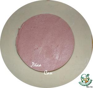 Замесить крутое тесто, дать отлежаться минут 15. (Или как я - достать из холодильника, оставшееся от чебуреков тесто). Тонко раскатать. Положить в центр кусочек колбасы.