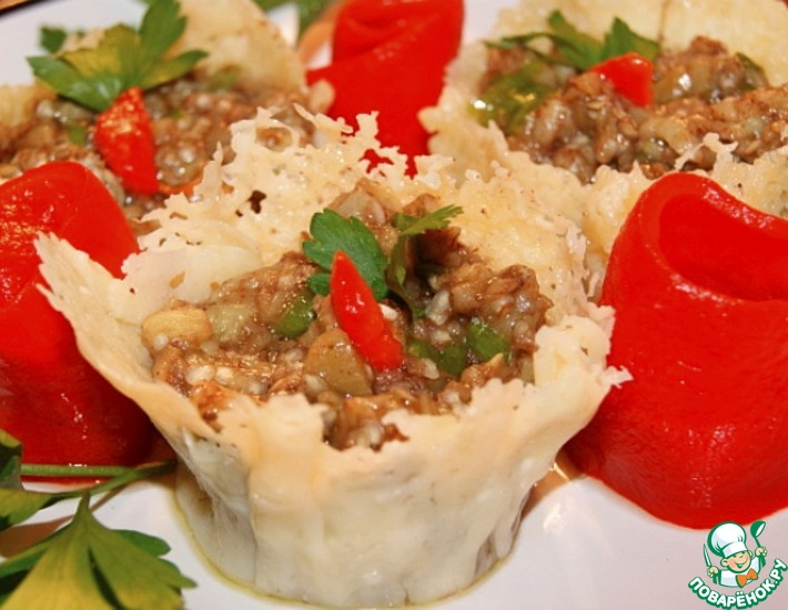 Рецепт: Баклажанная закуска в сырной корзиночке Римские каникулы