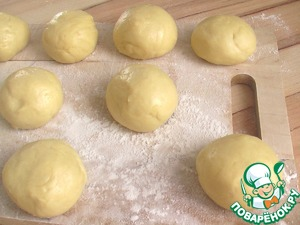 Of the above ingredients knead the dough and give a good fit (I threw the dough in the bread machine). Then shape the meatballs.