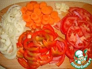 Cut vegetables: onion, carrot, bell pepper, tomatoes, garlic