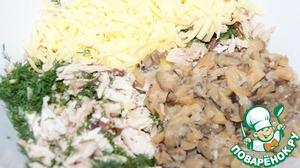Блинчики 18-19 см в диаметре можно испечь накануне.   Отварное куриное мясо мелко нарезать. Грибы обжарить с луком и остудить.   Поместить в глубокую миску куриное мясо, грибы, укроп, сыр и сливки. Перемешать, попробовать и посолить, учитывая солёность сыра, поперчить.