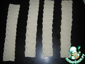 Wide strips of 3-4 cm cut from two sides as in the photo.