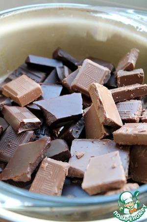 Шоколад поломать и поставить на водяную баню.   Добавить сливки.