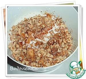 К сметанному крем добавляем сухофрукты, орехи (1.5ст.) и...
