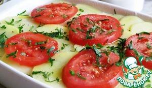 Укладываем оставшиеся помидоры, посыпаем зеленью и сбрызгиваем маслом.