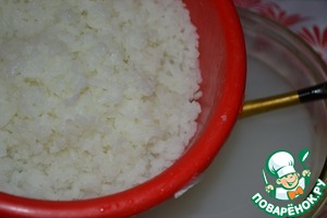 Сольем отвар через сито или дуршлаг.    Отвара получается около 1 литра.