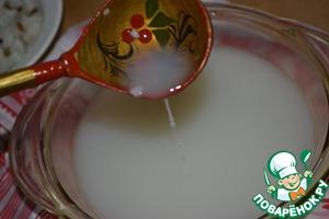 Отвар от риса остудить. Если отвар получается слишком густым, его можно развести кипяченой водой (до состояния жидкого киселя). Всего отвара должно быть 1 литр.