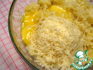 Add egg yolks, salt and 6 tbsp grated Parmesan.