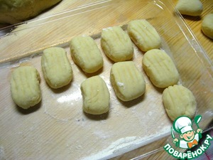 At this stage the gnocchi can be put into a container and freeze, the next time the dish cook much faster.