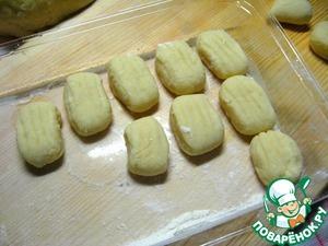 На этом этапе ньокки можно положить в контейнер и заморозить, чтобы в следующий раз блюдо приготовить гораздо быстрее.