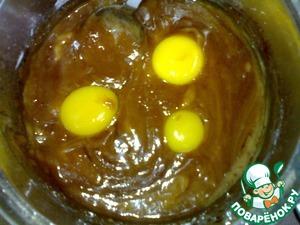 Тесто:   Масло поставить на огонь, чтоб растаяло.    Отдельно смешать сахар с какао и соединить с маслом.    С момента закипания поварить 1-2 мин., до получения однородной массы.