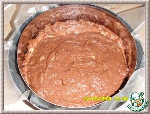 Дно 20 см формы выстелить пергаментом, выложить тесто.Разровнять поверхность лопаткой или ножом.Поставить в разогретую до 180С духовку и выпекать около 40 минут.