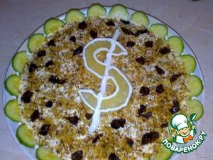 Чернослив нарезаем кусочками и выкладываем с орехами.   Украшаем ананасом.   Кушайте на здоровье!