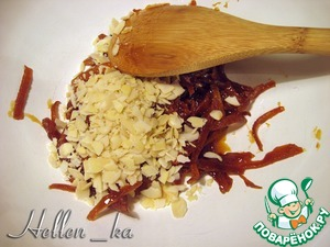 When almost all the honey is absorbed, add almonds and mix thoroughly.