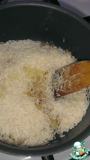 To the onions add the ginger, grated on a fine grater, and Fig. Fry for 5 minutes or until the rice does not take a brownish tint.