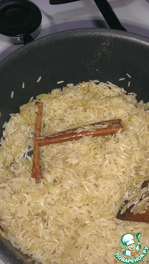 In the fried onions with the rice, add the cinnamon stick (I broke it into 2 halves).