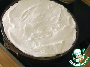 Beat the egg whites until peaks, add 100 grams of sugar. Meringue spatula to spread on the cheesecake (I took out the cheesecake and Waited 5 minutes until curd fell silent, and then put meringue on top. Bake at 175 ° C (air circulation: 150 ° C / gas 2) and bake for another 20 minutes. Gave in the oven to cool.