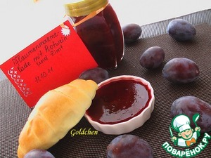 Plum wash, remove seeds and cut into pieces. Add the vanilla sugar and jelly, stir and cook after boiling for 4 minutes. Take the pan off from the heat, add the wine and cinnamon. In sterilized jars to pour the jam and close the lid. Put upside down.