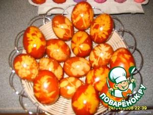 Освободите яйца от шелухи и колготок и намажьте растительным маслом или яичным белком - будут блестеть