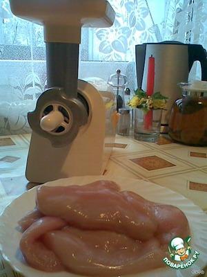 Мясорубка должна быть с решеткой для колбас.