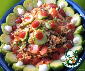 Выкладываем салат горкой в тарелку, украшаем сверху оставшимися половинками капусты, капельками кетчупа и легкого майонеза.      Приятнейшего Вам аппетита! :)
