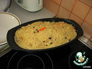 After laying the rice in zirvak, it does not interfere before the end of cooking. After the cooking time the risotto should be slightly beneath the cover.