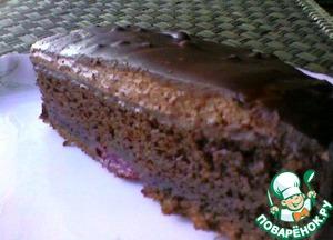 На фото торт с вишней в собственном соку. Торт покрыла покупным шоколадным кремом быстрого приготовления, а сверху шоколадной глазурью. К такому тортику никто не останется равнодушным!
