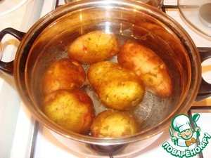 Boil the potatoes until tender, remove and cool.  Grate cheese on a grater.  Peel the onion and cut into small cubes  finely chopped herbs.