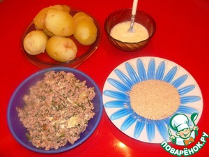 Ready potatoes peel, cut crosswise into two pieces, a knife with a round end carefully cut midway to make