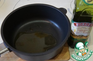 In a frying pan with a thick bottom pour in the olive oil and